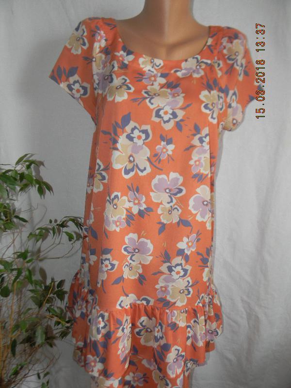 Платье с принтом и оборкой