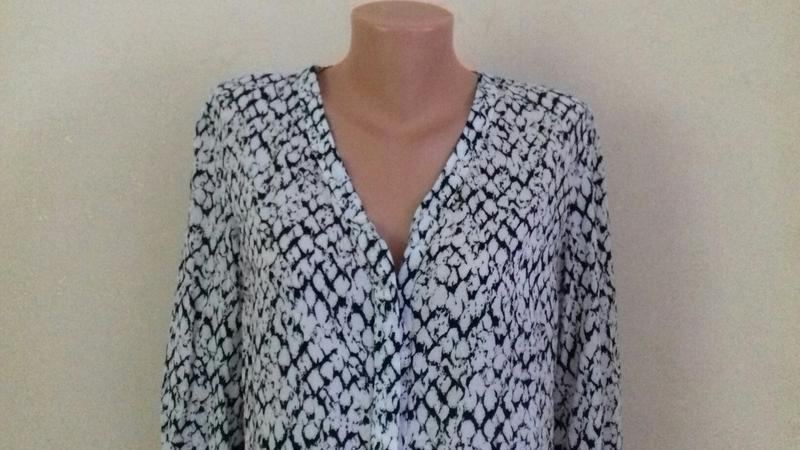 Вискозная блуза -рубашка с принтом - Фото 2