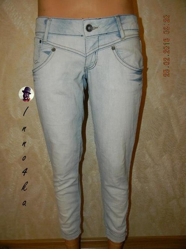 Голубые джинсы скини bershka
