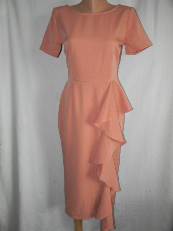 Нежное платье с оборкой  le victoria