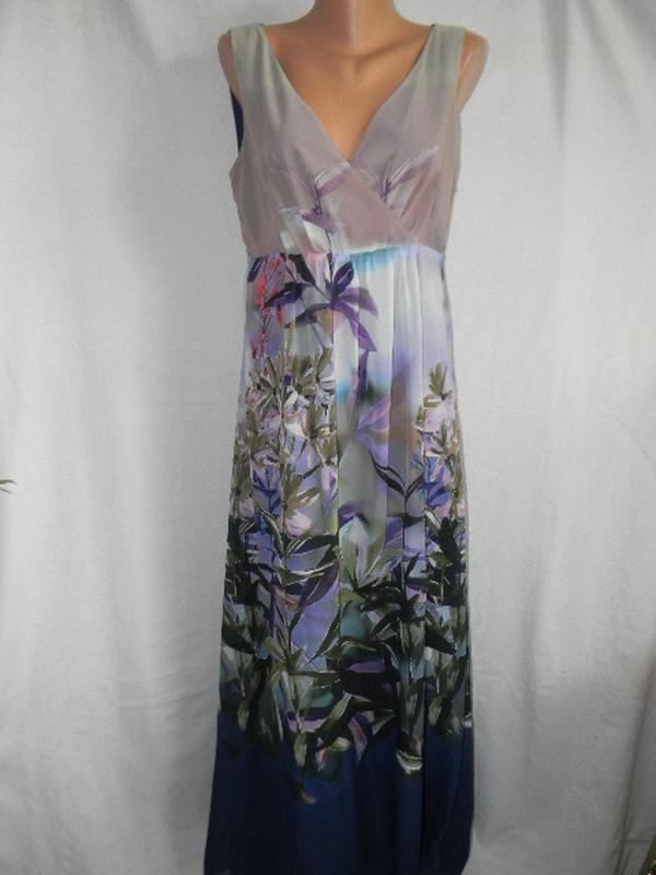 Длинное платье с красивым принтом