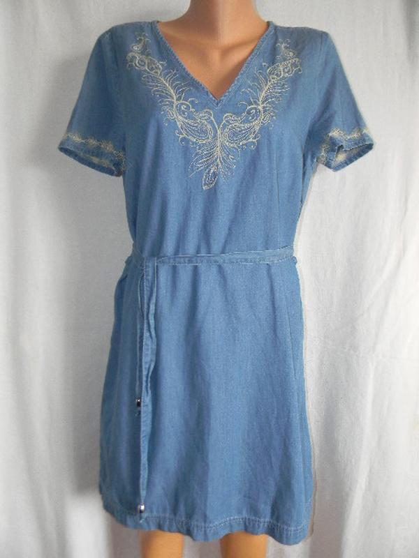 Легкое джинсовое платье с вышивкой
