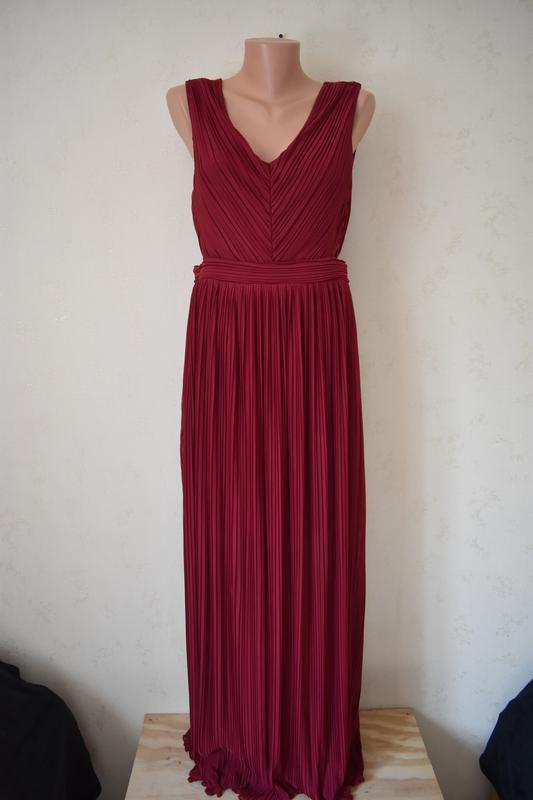 Красивое плиссированное платье