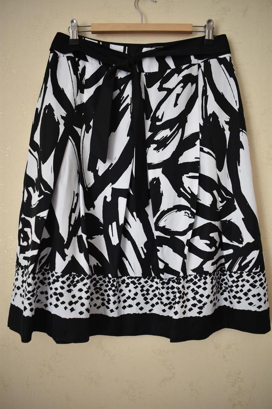 Новая красивая юбка с принтом