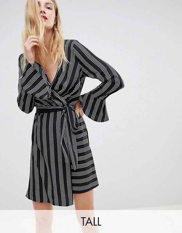 Стильное платье на запах в полоску