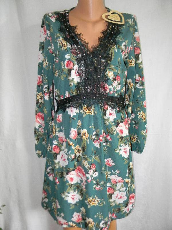 Новое красивое платье с кружевом и цветочным принтом
