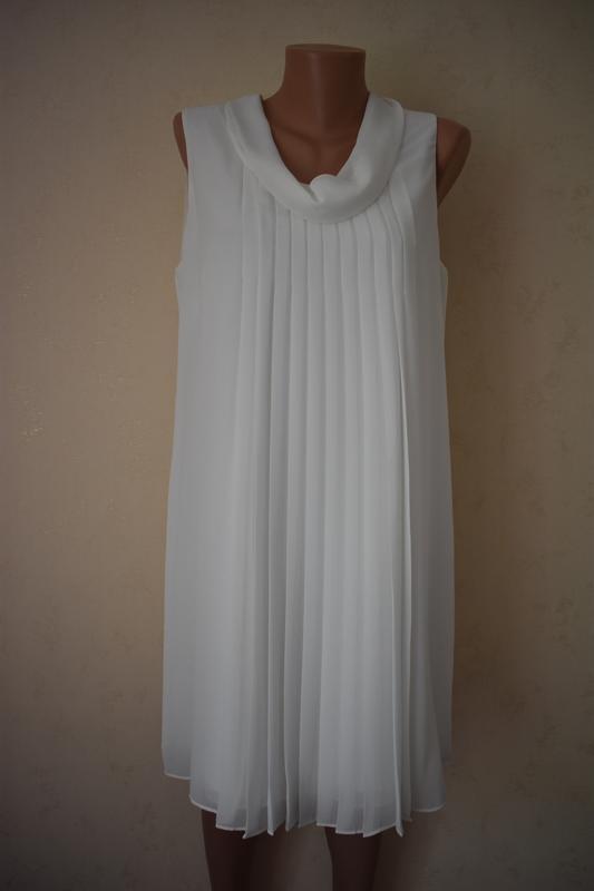 Красивое шифоновое кремовое платье