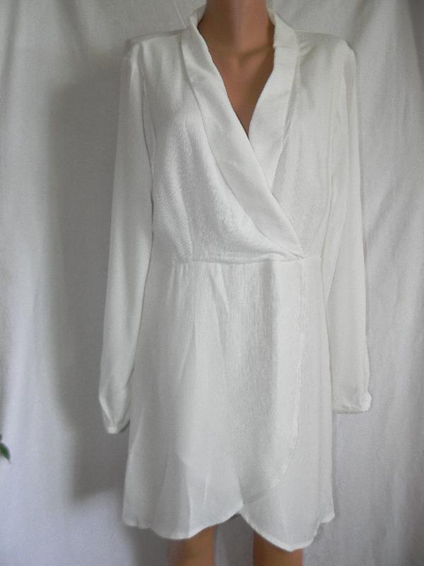 Стильное новое  белое платье на запах