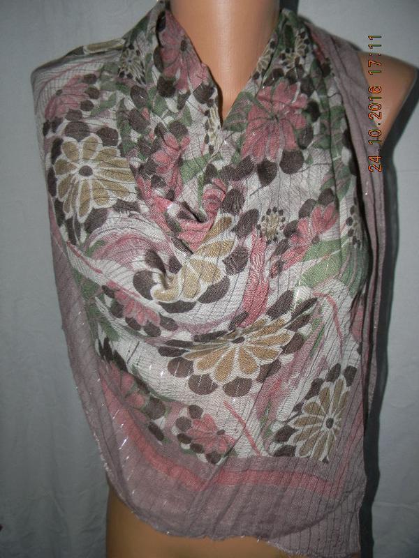 Нежный платок с принтоьм