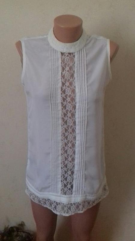 Нежная кремовая блуза с кружевом