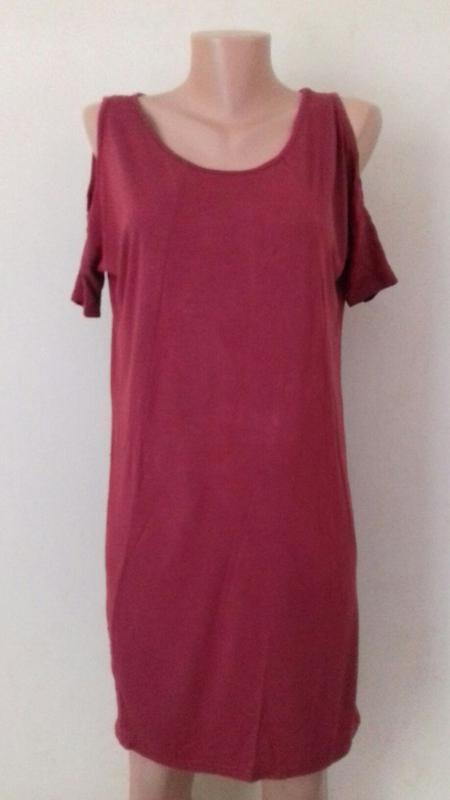 Вискозное платье с открытыми плечами