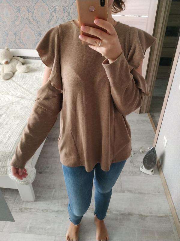 Красивый актуальный свитерок кофта с рюшами воланами - Фото 2