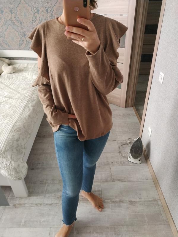 Красивый актуальный свитерок кофта с рюшами воланами - Фото 3