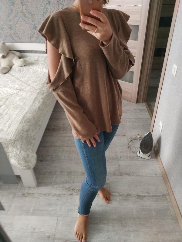 Красивый актуальный свитерок кофта с рюшами воланами - Фото 4
