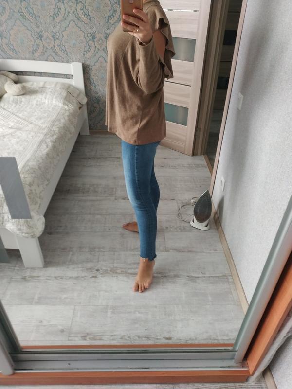 Красивый актуальный свитерок кофта с рюшами воланами - Фото 5