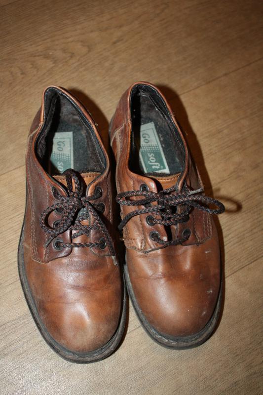 Кожаные фирменные туфли на меху на мальчика р-36,состояние хор...