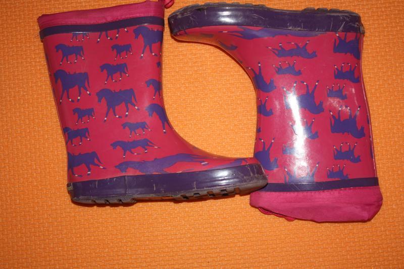 Красивые  резиновые сапожки для девочки р-32 в очень хорошем с...
