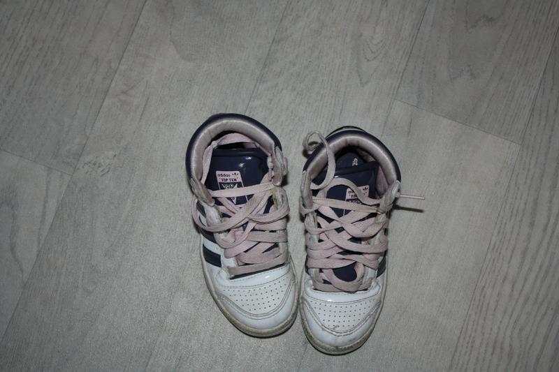 Высокие кроссовки ф.adidas(фирмен.)р-28 в отличном состоянии
