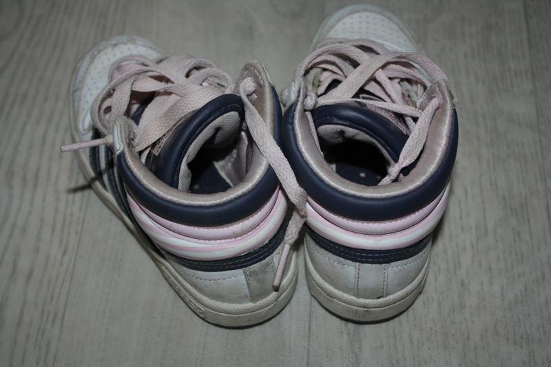 Высокие кроссовки ф.adidas(фирмен.)р-28 в отличном состоянии - Фото 3
