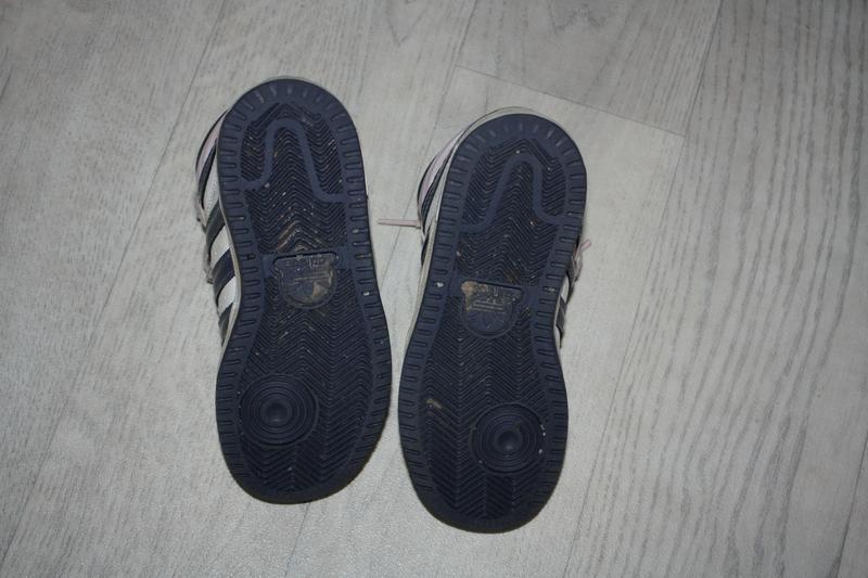 Высокие кроссовки ф.adidas(фирмен.)р-28 в отличном состоянии - Фото 4