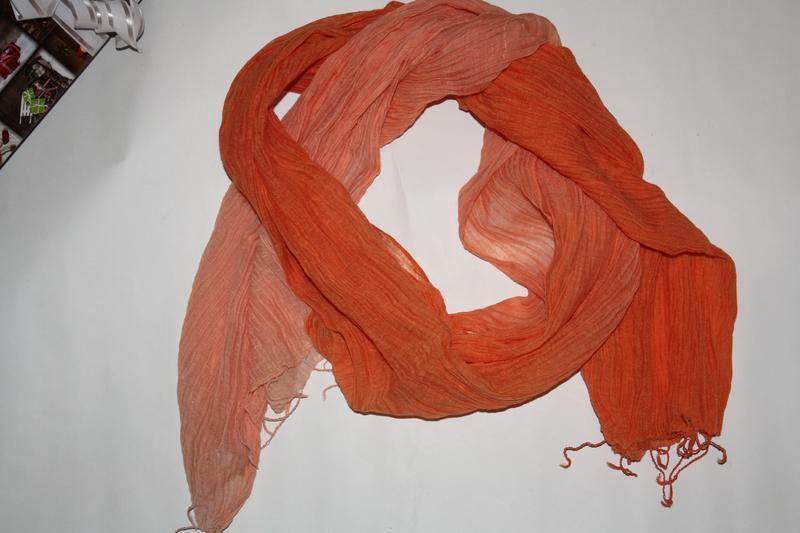 Яркий легкий ,воздушный,оранж шарф палантин в отличном состоянии
