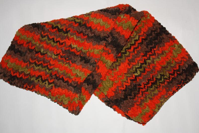 Яркий очаровательный шарф в отличном состоянии