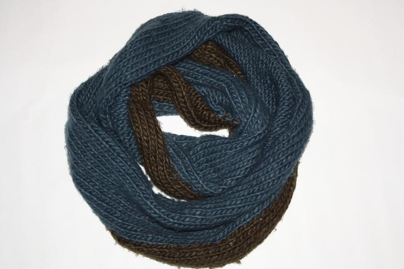 Шикарный теплый  шарф-снуд в отличном состоянии