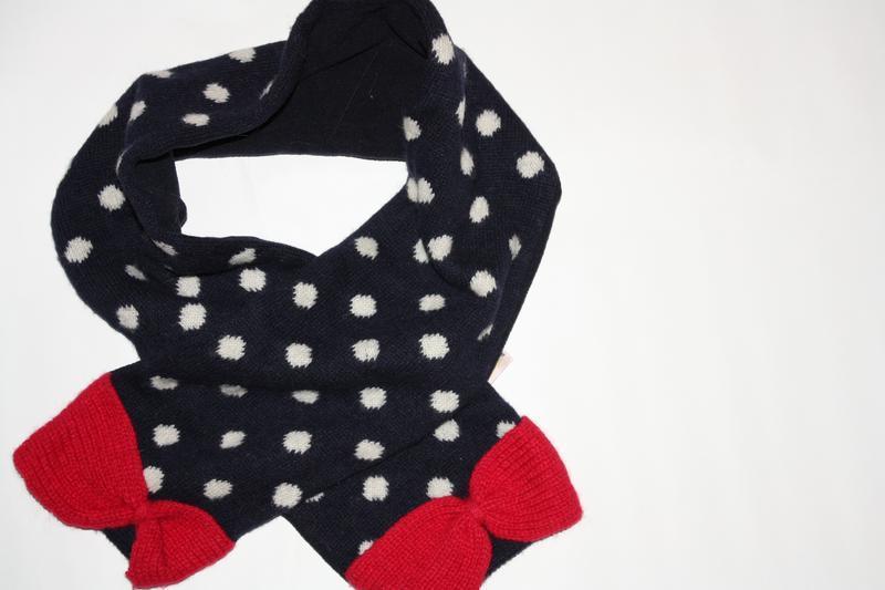Милый очаровательный шарфик для девочки в отличном состоянии