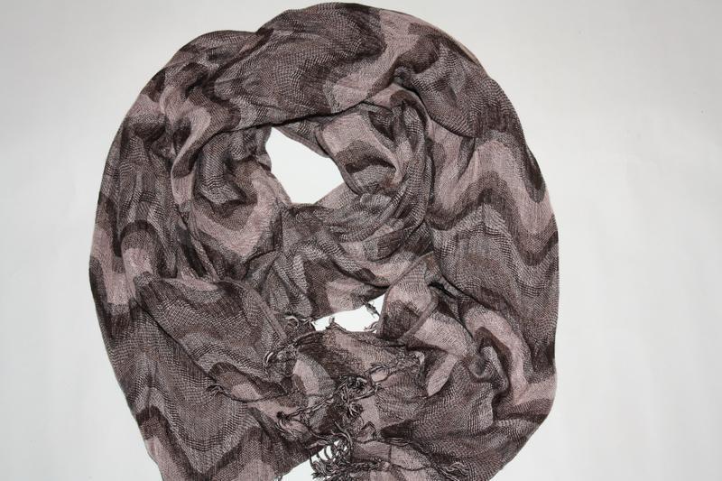 Модный шикарный современный шарф палантин в отличном состоянии