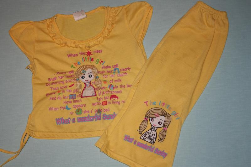 Летний комплект футболка +брючки для девочки 3/4года