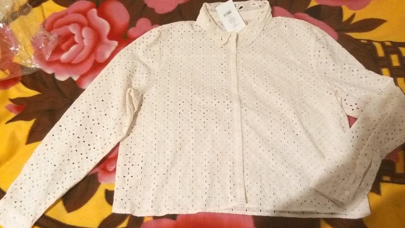 Новая блуза с кружевной перфорацией h&m молочного цвета - Фото 4