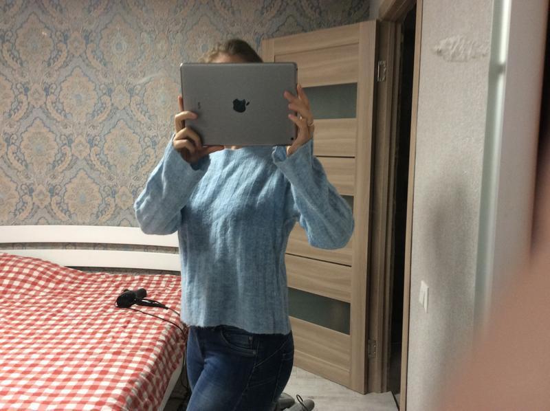 Большой выбор свитеров - теплый нежно голубой свитер 12% шерст...