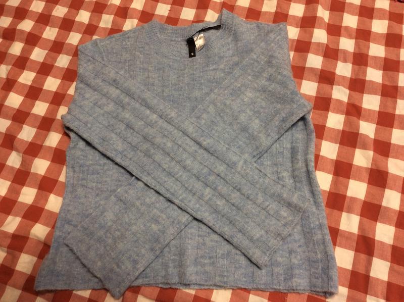 Большой выбор свитеров - теплый нежно голубой свитер 12% шерст... - Фото 2