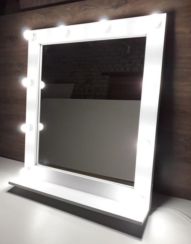 Зеркала с подсветкой для макияжа.