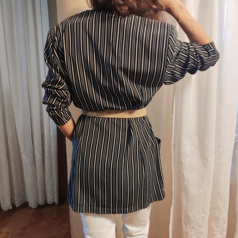 Тренд платье-пиджак в полоску жакет с карманами на пуговицах о... - Фото 4