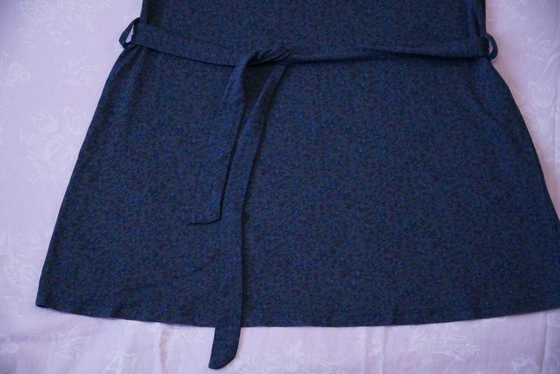 Платье темно синее с цветочным принтом - Фото 4