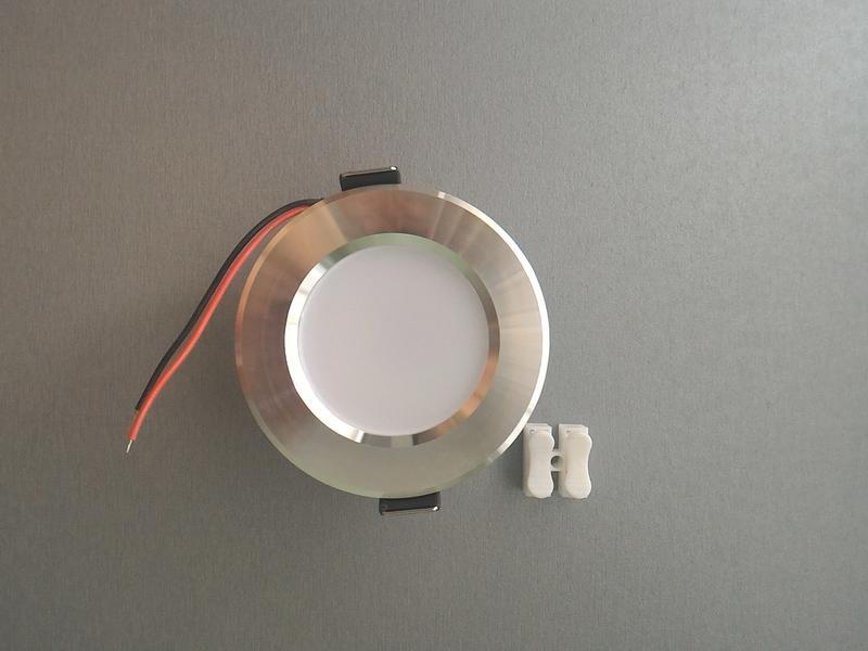 Светодиодный встраиваемый светильник лампа 5W 5Вт.