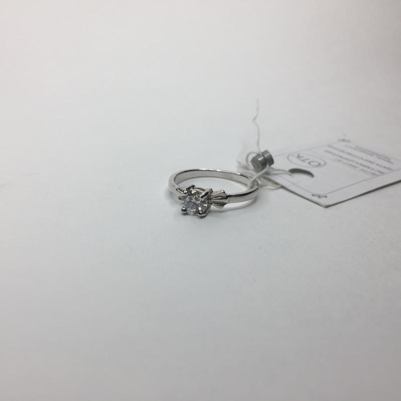Серебряное шикарное утонченное кольцо с камнем 925 проба банти...