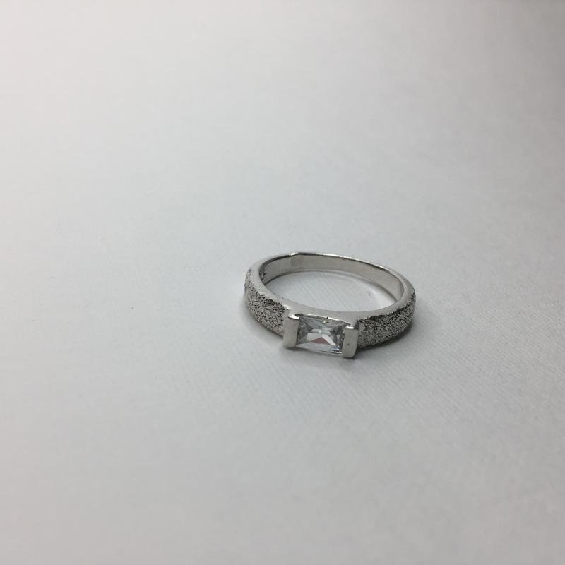 Серебряное кольцо с камнем алмазное покрытие 925 проба