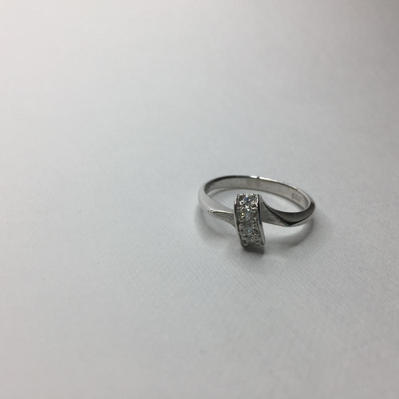 Серебряное шикарное кольцо с камнями 925 проба