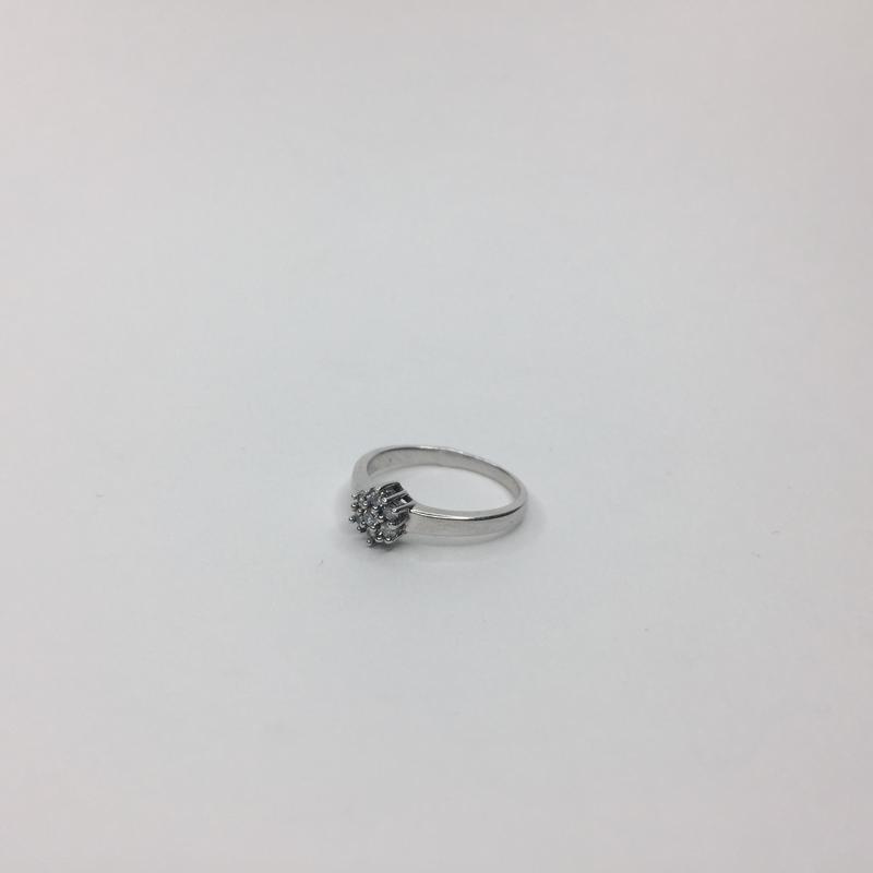 Серебряное кольцо с камнями в форме цветка 925 проба
