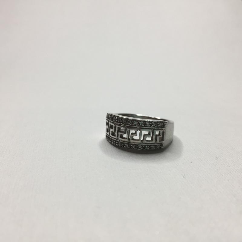 Серебряное оксидированное кольцо с камнями и знаком бесконечно...