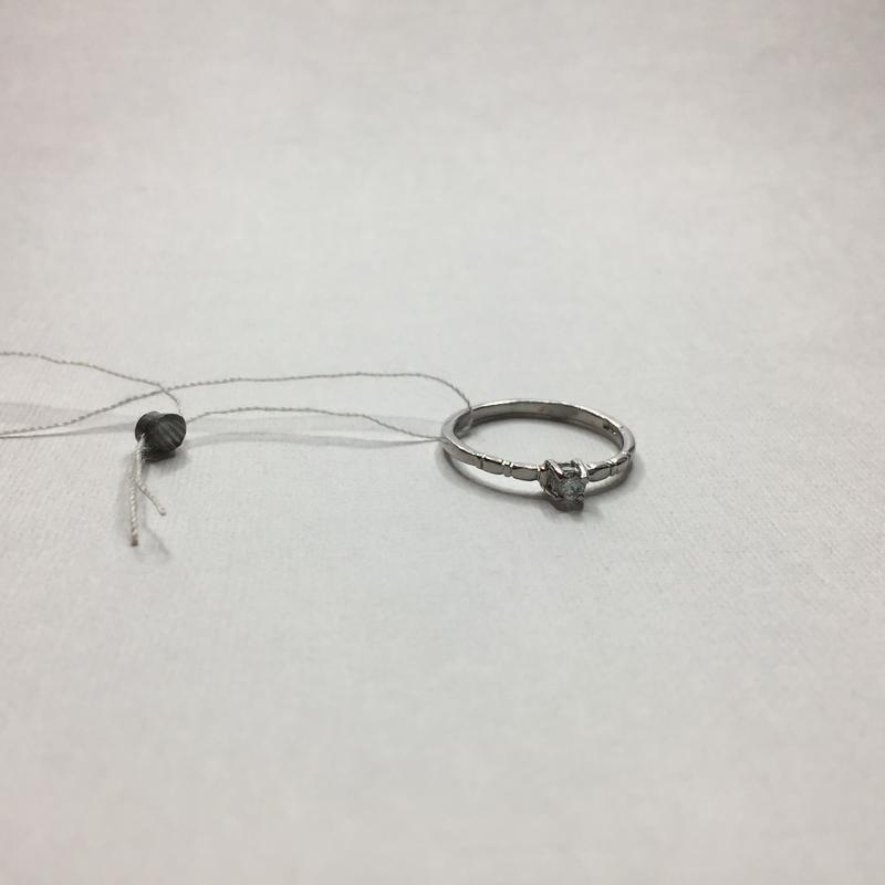 Серебряное тонкое оксидированное кольцо с камнем 925 проба