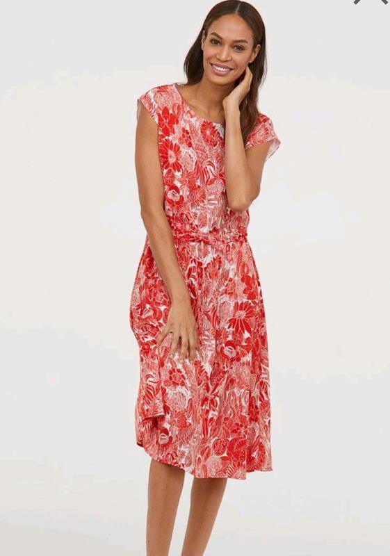 Стильное платье миди h&m без рукавов.