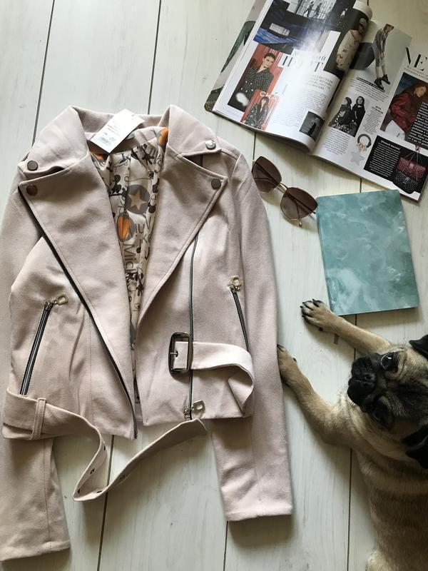 Бежевая куртка косуха под замш - Фото 2