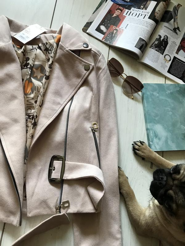 Бежевая куртка косуха под замш - Фото 4