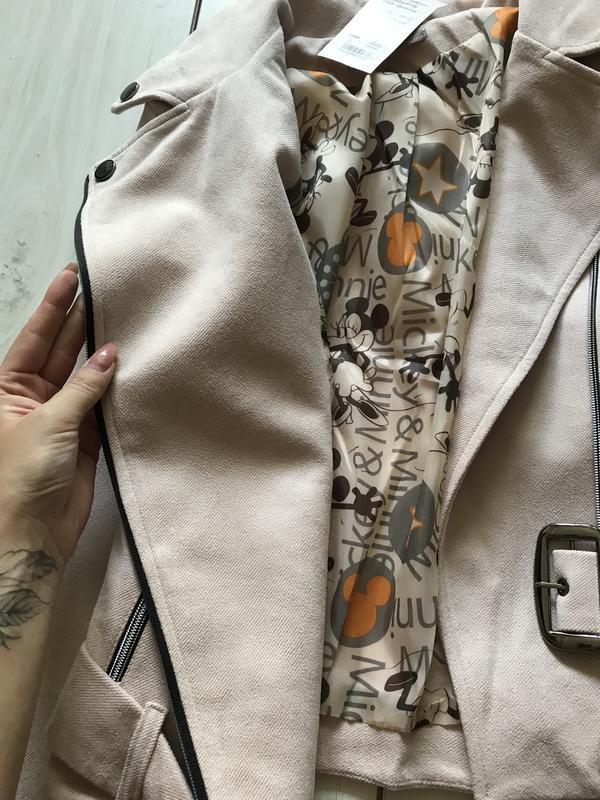 Бежевая куртка косуха под замш - Фото 5