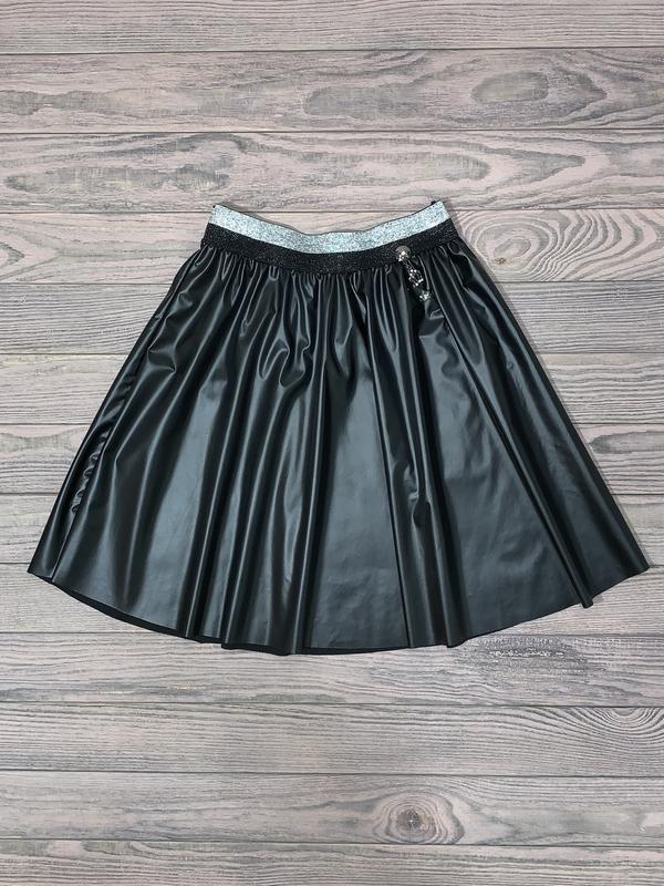Черная юбка из эко кожи для девочки 10-13 лет.