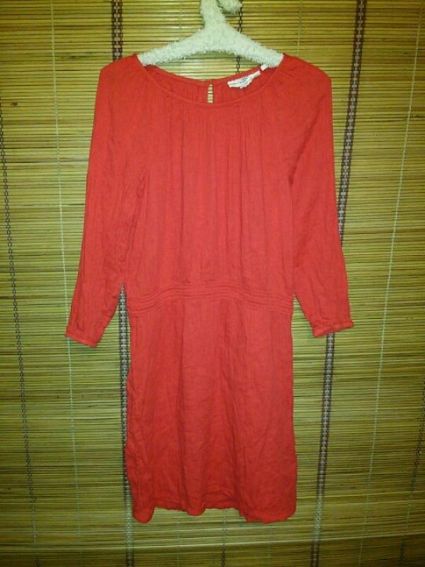 Красное летнее платье с рукавами