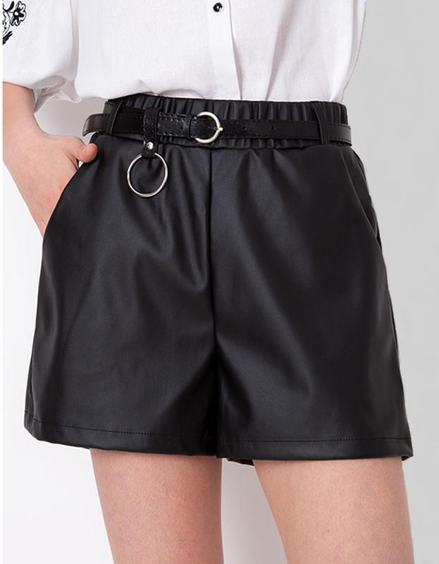 Стильные шорты из эко кожи для девочки 12-14 лет.